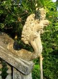 Sculptures ornant l'entrée de l'escalier menant au temple, Kep, Cambodge