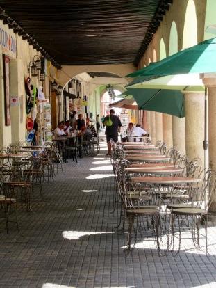 Un repas sous les arcades, un pur bonheur, Mérida, Yucatán, Mexico.