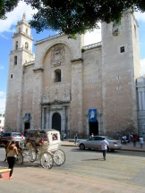La Catedral date de l'arrivée des espagnols dans la région. Elle domine le quadrilatère du Zocalo. Mérida, Yucatán, Mexique.