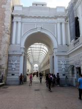 Passage intérieur, juste à côté de la Catedral, des œuvres d'art y sont exposées, le dôme transparent offre une luminosité sans pareille. Mérida, Yucatán, Mérida.