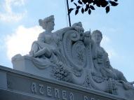 Détail sur la corniche d'un édifice. Mérida, Yucatán, Mexique.