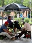 Une pause pour faire cirer ses chaussures. Mérida, Yucatán, Mexique.