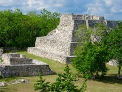 De plus petites structures donnaient sur la place centrale de Mayapan, Yucatán, Mexique.