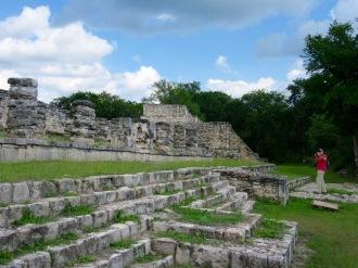 Les édifices de Mayapan étaient construits sur des plateformes. Yucatán, Mexique.