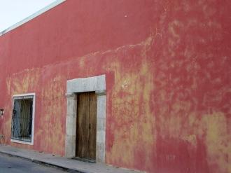 Une petite ballade dans les rues presque désertes de la ville de Mani, Yucatán, Mexique