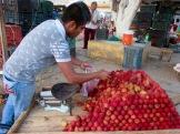 Nous n'avons pu résister à l'attrait de ces litchis frais. Oxkutzcab, Yucatán, Mexique.