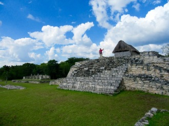 Nous sommes seuls sur le site et nous profitons pleinement de la visite pour en explorer les moindres recoins, Mayapan, Yucatán, Mexique.