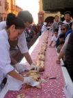 Le 6 janvier est une fête très importante au Mexique. Pour la distribution de la galette des Rois, de longues tables sont placées autour du Jardin devant la Parroquia. San Miguel de Allende, Guanajuato, Mexique.