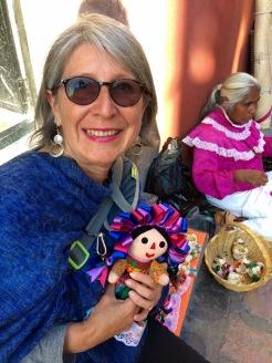 Impossible de résister à l'achat d'une poupée, il y en a pour tous les goûts. Celle-ci est destinée à ma petite fille. San Miguel de Allende, Guanajuato, Mexique.