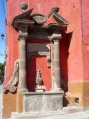 La ville de San Miguel de Allende, Patrimoine Mondial depuis 2008, conserve fièrement des vestiges de son passé. Guanajuato, Mexique.