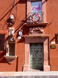 Une porte bleue et des vestiges du passé, pour le plaisir des yeux, San Miguel de Allende, Guanajuato, Mexique