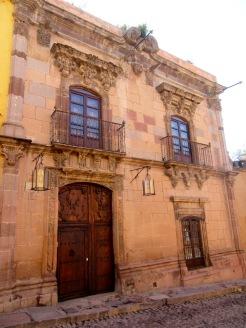 Certaines maisons témoignent de la richesse de San Miguel à l'époque où elle constituait un arrêt sur la route de l'argent, entre Zacatecas et Mexico. San Miguel de Allende, Guanajuato, Mexique.
