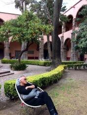 """Le patio intérieur du Centre culturel Ignacio Ramirez """"El Nigromante"""" invite à la détente. Un bel endroit pour se reposer ou pour lire, San Miguel de Allende, Guanajuato, Mexique."""