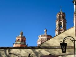 Les clochers près du Temple del Oratorio à San Miguel de Allende, Guanajuato, Mexique.