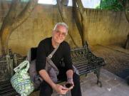 Un petit arrêt à la Plaza Allende pour reprendre notre souffle et profiter du soleil d'après-midi. La vue sur le temple de Nuestra Señora de la Salud ne cesse de m'émerveiller. L'ambiance y est inégalable. Plusieurs habitants de San Miguel de Allende choisissent de s'y asseoir pour se reposer, discuter ou attendre l'autobus qui s'arrête tout près. Guanajuato, Mexique.