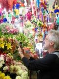 Mon amoureux parmi les fleurs du marché Ignacio Ramírez, San Miguel de Allende, Mexique.