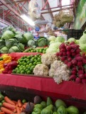 Des étals bien tenus au marché Ignacio Ramírez, San Miguel de Allende, Guanajuato, Mexique.