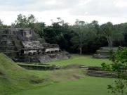 Le Temple of the Masonry Altars où une tête sculptée dans le jade représentant le Dieu du Soleil des Maya aurait été trouvée dans une sépulture. Il s'agirait de la plus grande pièce de jade retrouvée sur un site Maya. Altun Ha, Belize District, Belize.