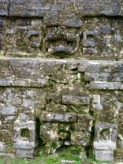 Détail de la devanture du Temple of Masonry Altars, Altun Ha, Belize District, Belize.
