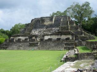 Le Temple of the Masonry Altars a été érigé à partir de l'an 550 pour être terminé vers les années 600-650. Elle est la structure la plus imposante du site. Altun Ha, Belize City, Belize.