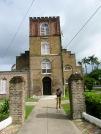 La cathédrale St-John, la plus vieille église anglicane d'Amérique Centrale. Robert me lit que l'église fut probablement construite par des esclaves et que les briques utilisées pour la construction auraient servi de lest aux bateaux en provenance d'Europe. Cela expliquerait les différences dans les couleurs de briques que nous observons encore aujourd'hui. Belize City, Belize District, Belize.