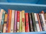 La bibliothèque de Hopkins est très bien garnie. J'y ai même trouvé pas mal de titres récents et même deux livres de l'une de mes auteures canadiennes préférées, Louise Penny. Hopkins, Stann Creek District, Belize.