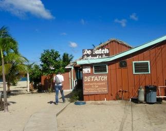 Il nous arrive souvent d'adopter un restaurant et d'y retourner souvent parce que nous aimons le menu, l'ambiance et le service. Cette fois-ci, c'est le De'Tatch! Placencia, Stann Creek District, Belize.