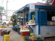 Un marché de fruits et légumes sur le sable, qui dit mieux? Placencia, Stann Creek District, Belize.