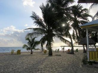 La journée s'achève sur la plage de Placencia. Stann Creek District, Belize.