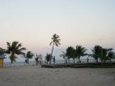 Une activité sportive, sur le bord de la mer au coucher du soleil, devient tout à fait spéciale. Placencia, Stann Creek District, Belize.