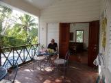 Nous avons passé de bons moments sur la terrasse devant notre chambre au Blue Belize. Punta Gorda, Toledo District, Belize.