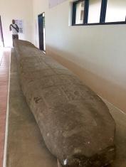 Cette immense stèle a été découverte près d'une ruine d'une maison à Nim Li Punit. Le site est reconnu pour ses grandes stèles. Toledo District, Belize.
