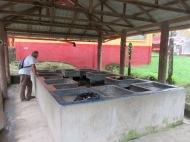 Nous avons eu la surprise de découvrir un lavoir public. Il y en a au moins deux dans la ville et ils sont très achalandés à certaines heures du jour. L'installation est très efficace! Livingston, Guatemala.
