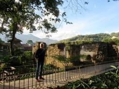 L'hôtel Casa Santo Domingo occupe l'église et le couvent du même nom qui ont été détruits lors des tremblements de terre. Nous pouvons en visiter les vestiges. Antigua, Guatemala.