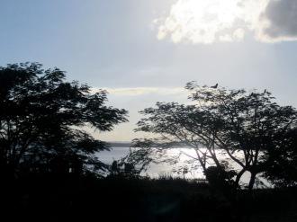 Le soleil se couche sur le lac Petén Itzá. El Remate, Petén, Guatemala.