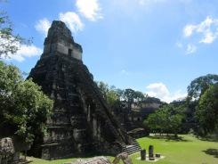 El Gran Jaguar, un temple dans le style du Petén, tout en hauteur, dominé la Grande Plaza, Tikal, Guatemala.
