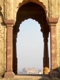 Le temple Laxmi Narayan offre une vue superbe sur la ville et les environs, Orchha, Inde.