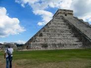 El Castille est aussi connu sous le nom de Kukulkan, ce qui signifierait Serpent à Plumes, le nom de l'un des conquérants de Chichen Itzà, Yucatán, Mexique.