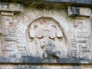 Détail d'une décoration au dessus d'une porte de l'édifice Las Monjas. Chichen Itzà, Yucatán, Mexique.