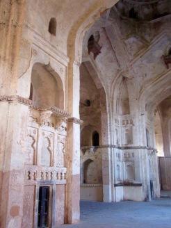 L'intérieur du temple Chaturbhuj est impressionnant par sa hauteur et ses galeries cachées qui mènent à son sommet, Orchha, Inde.