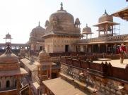 Promenade sur le toit du Jahangir Mahal, Orchha, Inde.