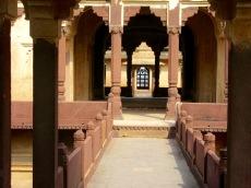 Vers les appartements du roi, Birsingh Deo Palace, Datia, Inde.