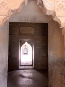 Un des passages du Birsingh Deo Palace, Datia, Inde.