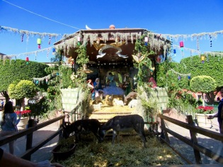 Une crèche est apparue sous la gloriette du jardin principal quelques jours avant Noël, San Miguel de Allende, Guanajuato, Mexique.