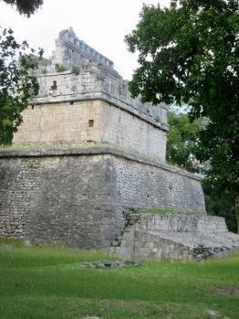 La Casa Colorada avec sa frise de style Puuc. Chichen Itzà, Yucatán, Mexique.