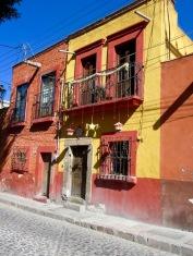 Une maison ancestrale de San Miguel de Allende décorée pour célébrer le Temps des Fêtes, Guanajuato, Mexique.