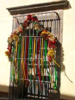 Les décorations des fenêtres sont parfois spectaculaires, San Miguel de Allende, Guanajuato, Mexique.