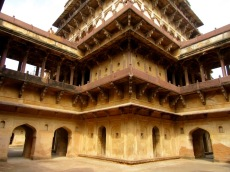 La partie centrale du palais Birsingh Deo aurait abrité les appartements du roi, Datia, Inde.