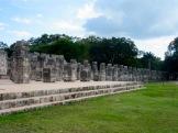 Le temple des mille colonnes porte bien son nom avec ses colonnes qui s'étendent sur une grande surface et nous font rêver à une autre vie, à une autre époque. Chichen Itzà, Yucatán, Mexique.