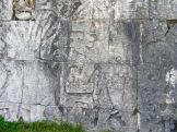 Des scènes du jeu de pelote sont toujours visibles sur les murs. Chichen Itzà, Yucatán, Mexique.